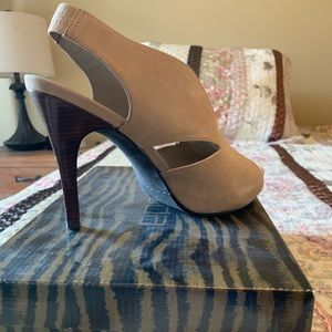 Shoes - ✨3 for $40! Moda taupe sling back pump
